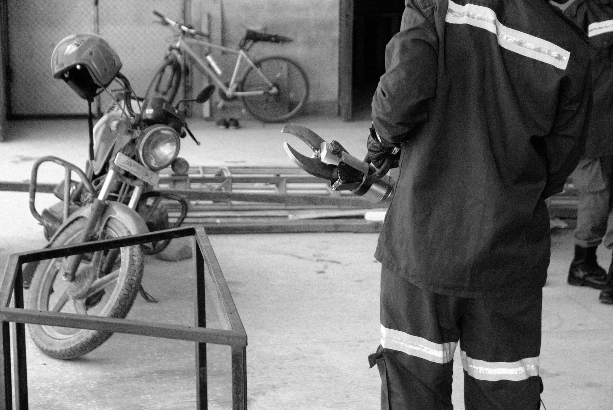 Hydraulic cutting tool